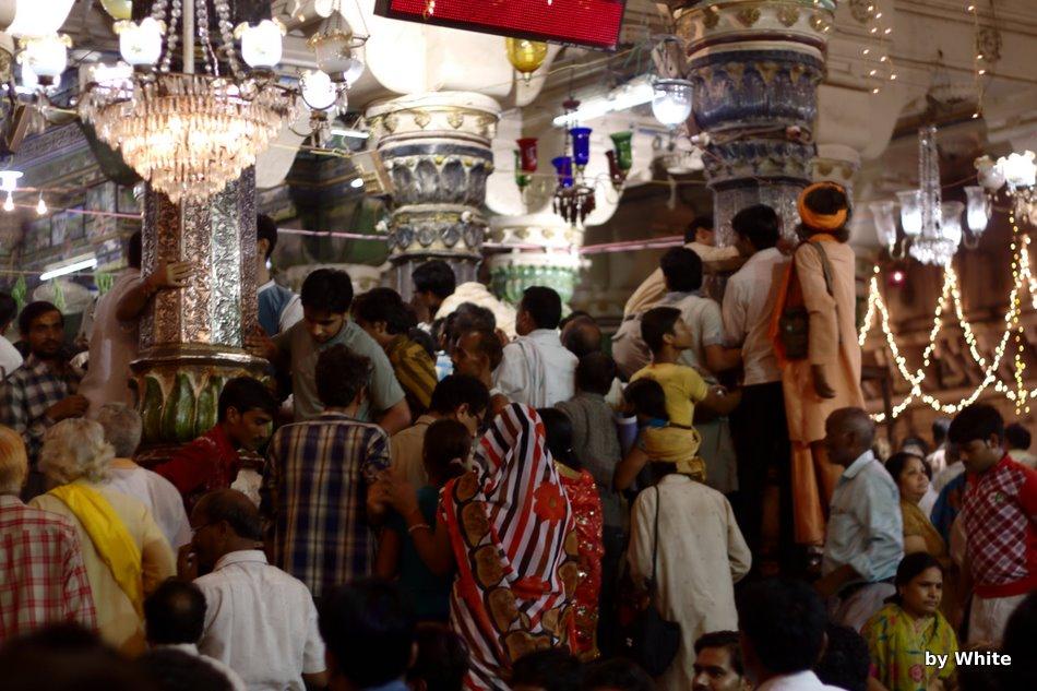 Wnętrze świątyni Dwarkahish