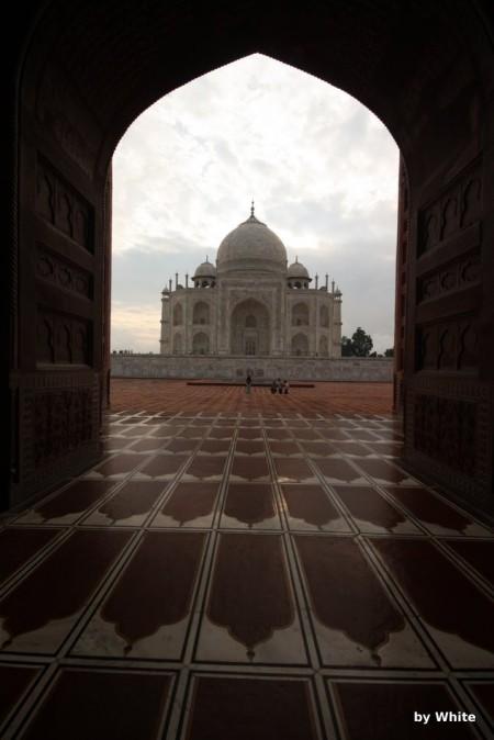Taj Mahal widziany z Meczetu
