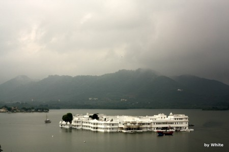 Wyspa-hotel w Udaipur